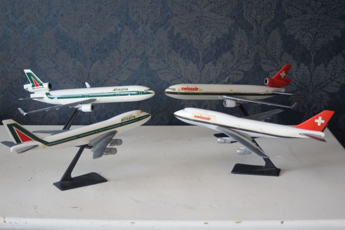 Lot with model aeroplane, scale 1:200/250 - Swissair and Alitalia - 2x DC10 and 2x Boeing 747-200