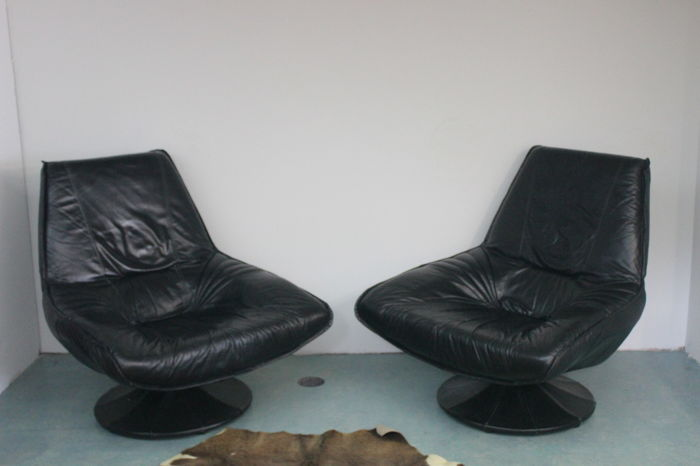 Manufacturer unknown - 2x entirely leather armchairs