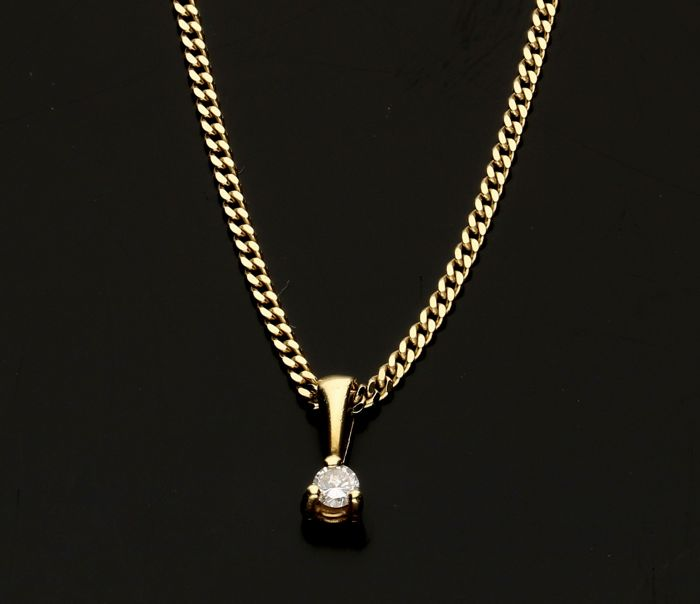 14 kt yellow gold curb link necklace with a pendant set with diamond - necklace length 45 cm