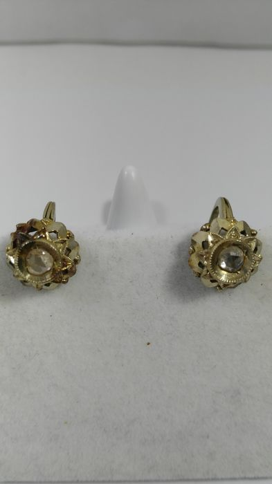 Gold earrings (18 kt) early 20th century, 4.6 grams, rose coronet diamonds, 0.40 ct
