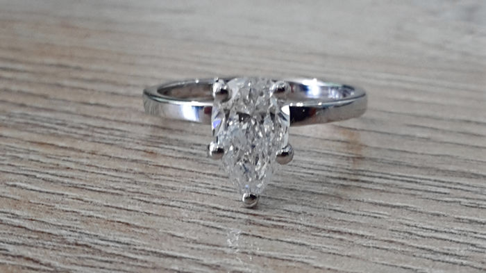 IGL 1.12 ct D/VS2 pear diamond engagement solitaire ring made of 14 kt gold - size 5,5