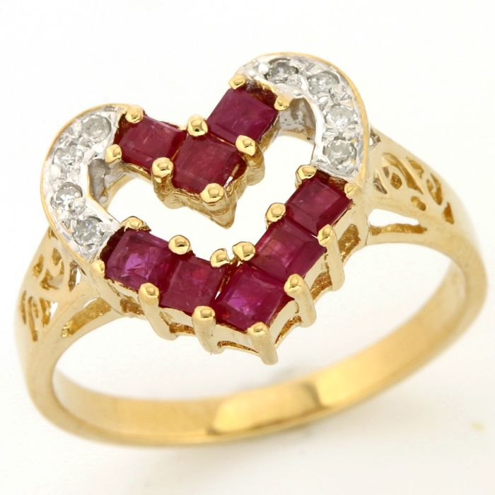No Reserve Price - 14kt/585 Yellow Gold - 0.12 ct Round Brilliant Cut Diamond, 1.00ct Princess Cut Ruby Ring; Size: 6