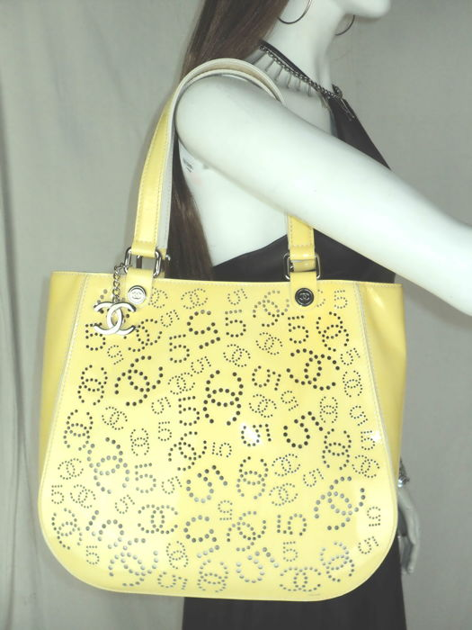 Chanel - Yellow Patent Leather Perforated CC & No. 5 Logo Tote Shoulder bag