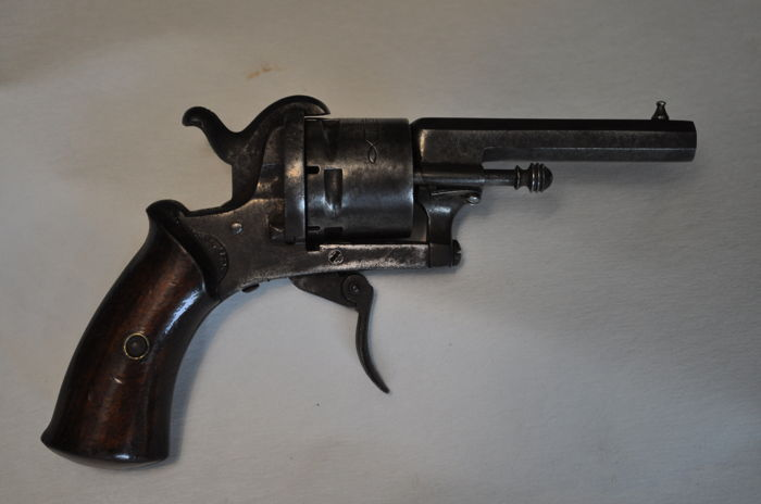 "Revolver ""LE PARISIEN"" - 6 shots - calibre 7 mm - 19th century - France"