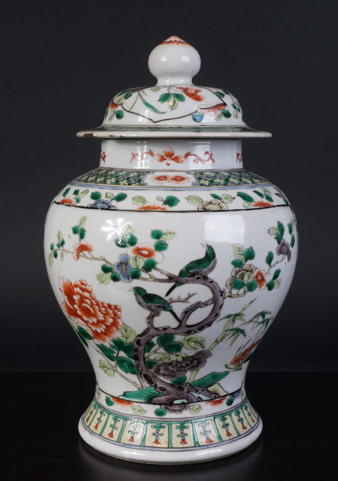 Chinese Porcelain wucai baluster vase - China - 19th century