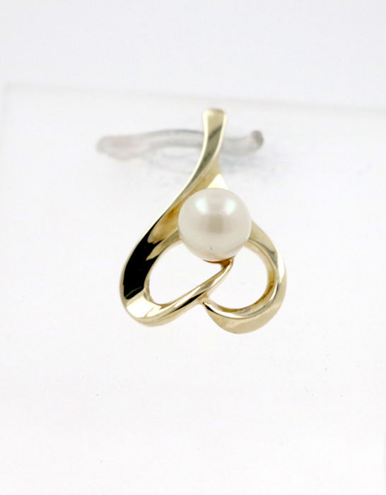 No reserve price!!! - 8 kt yellow gold pendant with cultured salt water pearl - size: 13 x 19 mm