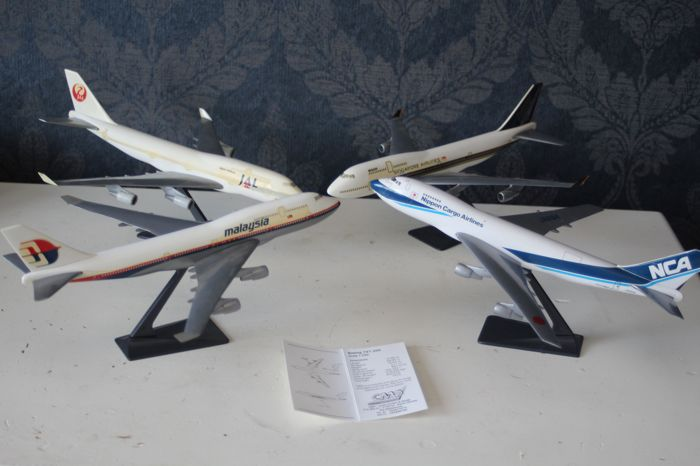 Lot with aeroplanes scale models, 1:200/1:250 - Boeing 737 & 747 & Bombardier
