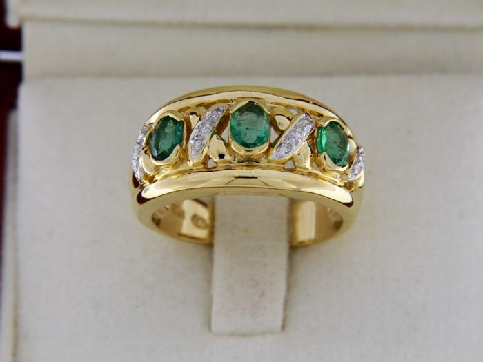 18 kt yellow gold ring with Emeralds + Diamonds - Ring size: 52