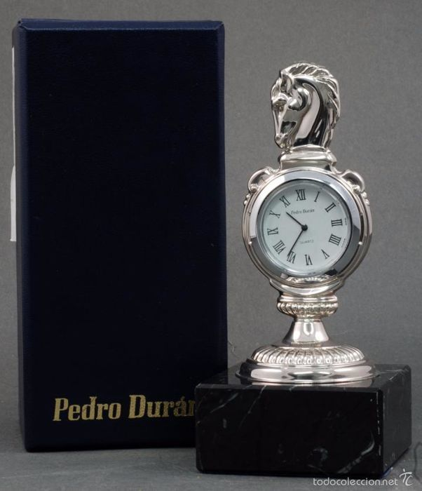 Table clock in 925/1000 silver, signed by Pedro Durán. Design with head of horse. New, unused, in perfect working order. With original case.