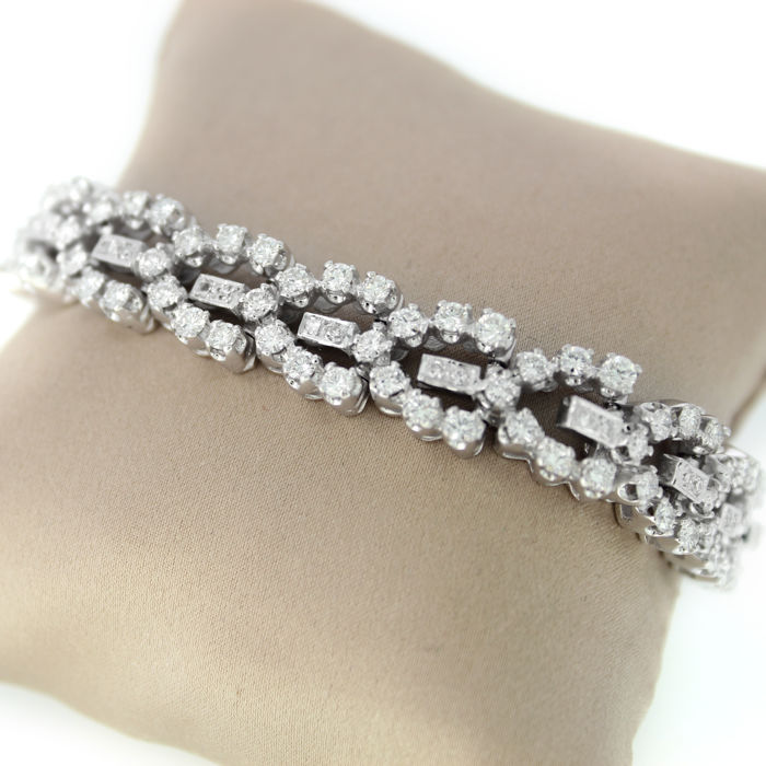Bracelet in 18 kt white gold set with 171 brilliants - 6.96 ct