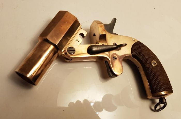Rare beautiful flare pistol French in bronze