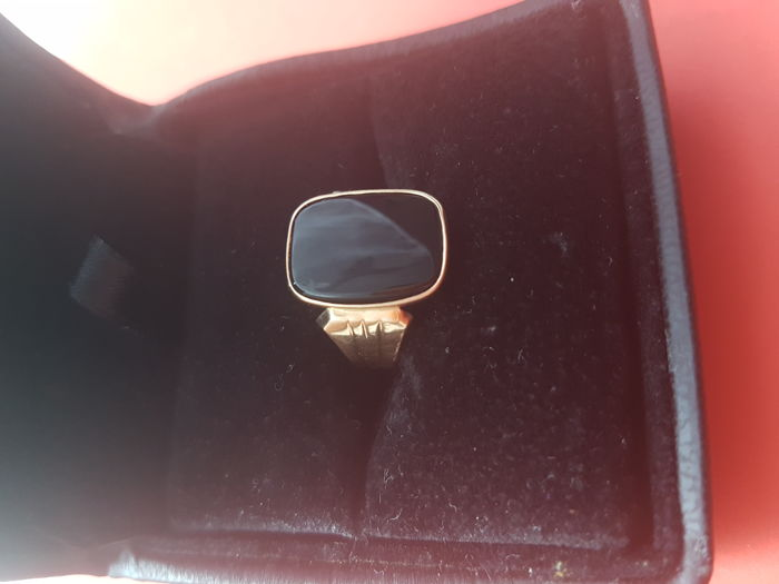 18 kt yellow gold ring for a man's little finger, with onyx