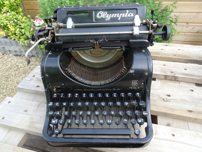 Typewriter Olympia Mod 8 from around 1940