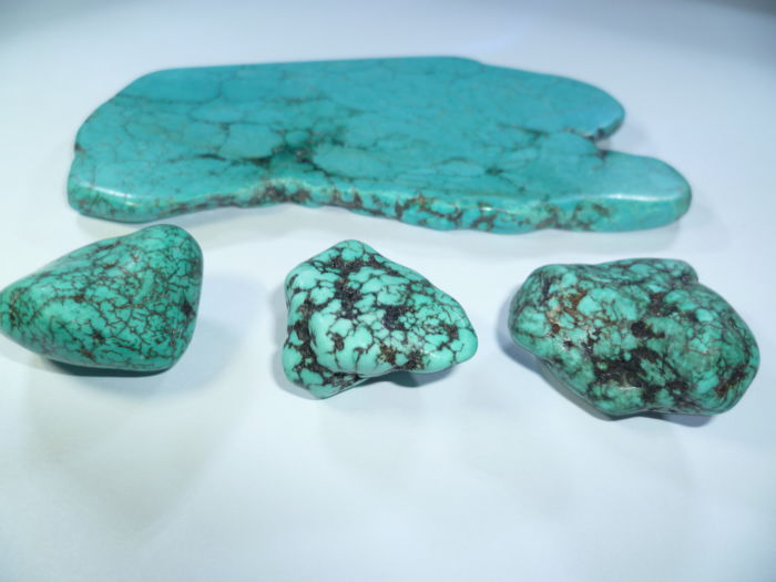 4 pieces of Arizona Turquoise rough stones - 140 g - 700 ct