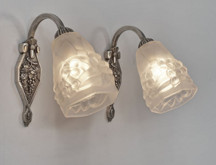 Degué - Art Deco wall sconces - nickel plated mount with moulded glass shades