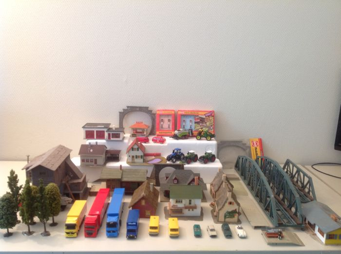 Busch, Faller, Pola, Vollmer, Wiking H0 - Scenery - Buildings tunnels trees vehicles and others