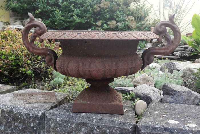 Cast iron garden vase  ø 30 cm - France - 20th century