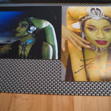 STAR WARS 2 Signed  Photos with COA -  2 x FEMI TAYLOR - Oola Star Wars- Authentic Signed Autograph in Amazing Photos ( 20 X 25 cm )