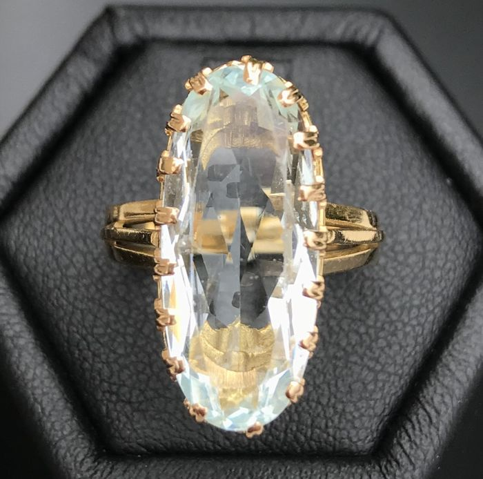 Luminous antique ring in 18 kt yellow gold which features a long solitaire aquamarine stone worth 8 ct **No reserve price**