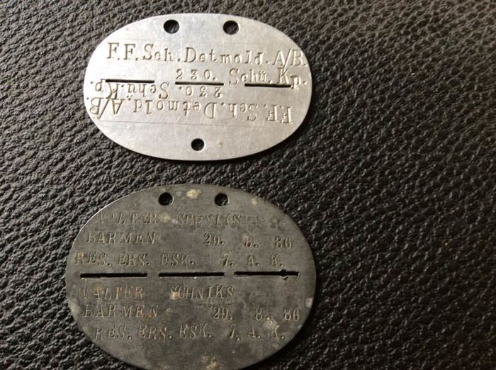 WW2 - Plate of soldier of the German army - lot of 2 plates - Catawiki