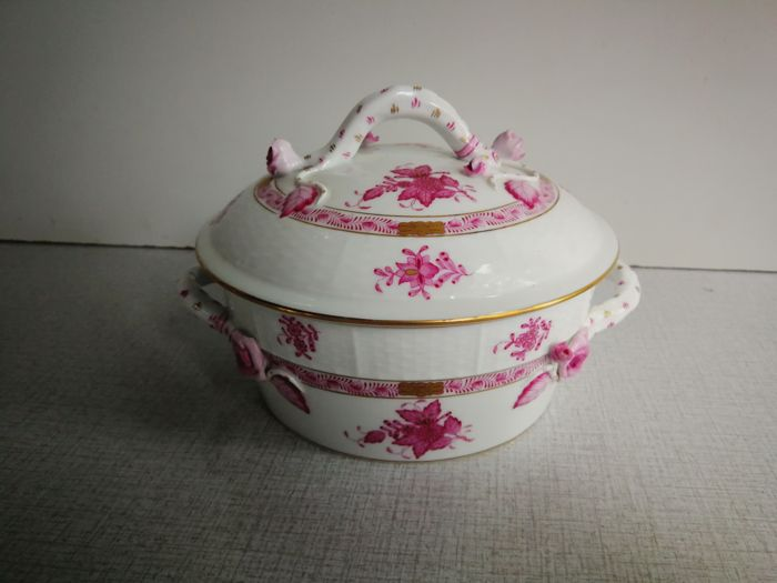 Herend Hungary - Apponyi purple bouquet/raspberry - Lidded round tureen with roses and branch handle
