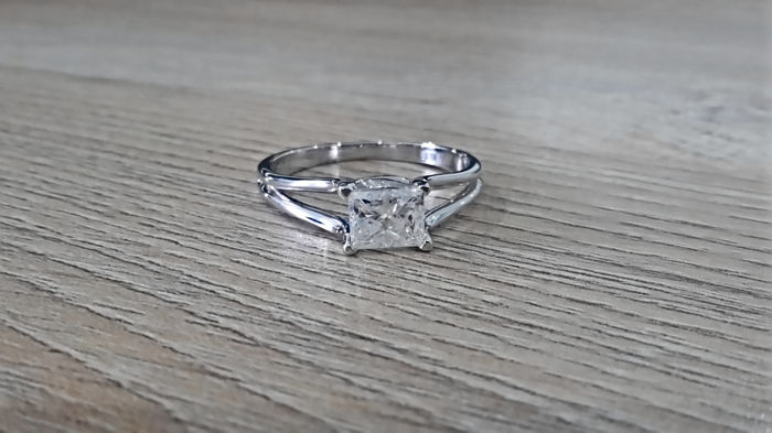 1.02 Carat SI1 Diamond Princess Solitaire Ring in 14  kt White Gold
