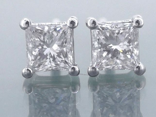 Solitaire earrings set with 2 Princess cut diamonds, 0.50 ct in total * No reserve price *