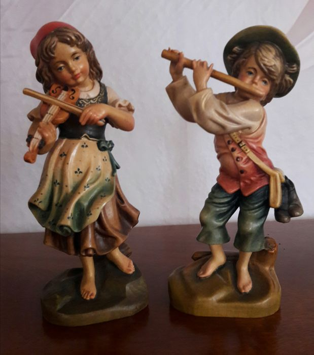 Girl with violin and boy with flute