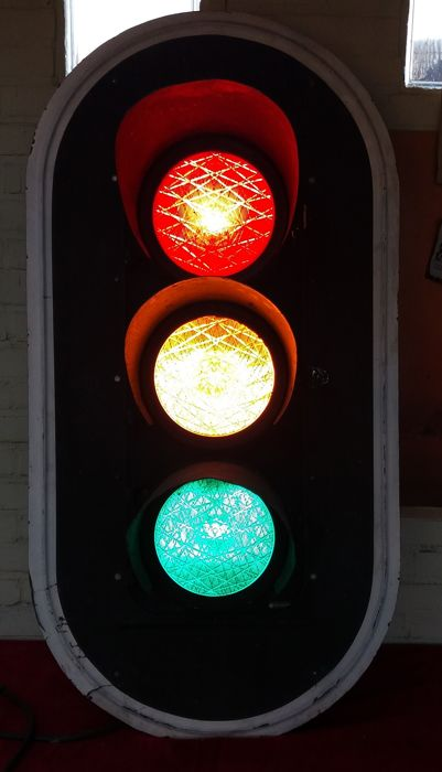 A traffic light in working condition - 120 cm.
