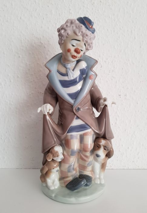 Lladró Porcelain Figurine 5901 - Clown with Puppies
