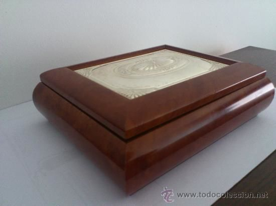 Jewellery box in lacquered wood with an embossed silver plaque, hallmark (925). Piece bought at a jeweller's in 1960