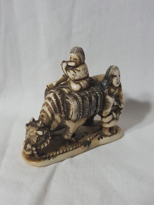 Ivory Netsuke - ox and two figures - Japan - late 19th century/ early 20th century (Meiji period)