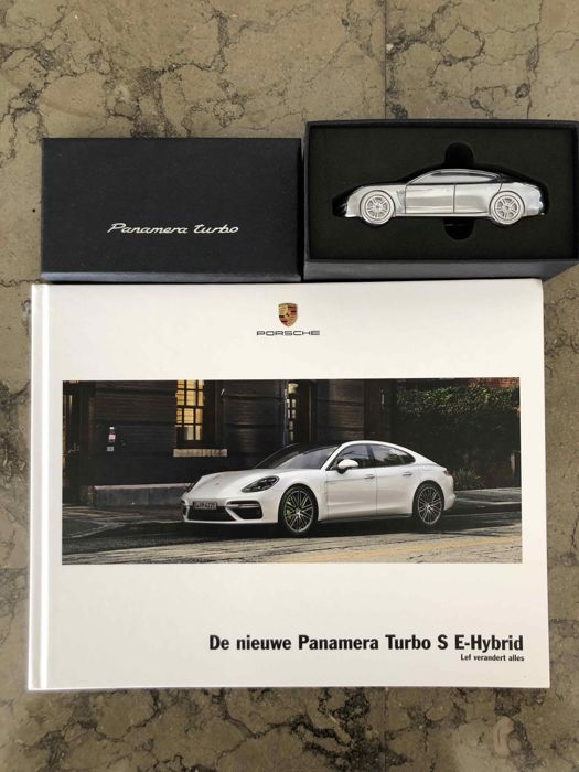 Decoratief object - Porsche Panamera Turbo S E-Hybrid (2 items)