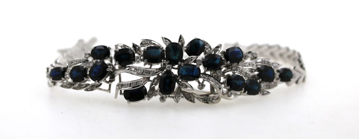 18 kt white gold bracelet with 0.75 ct of diamonds and approx. 15.00 ct of sapphires - size: 18 cm