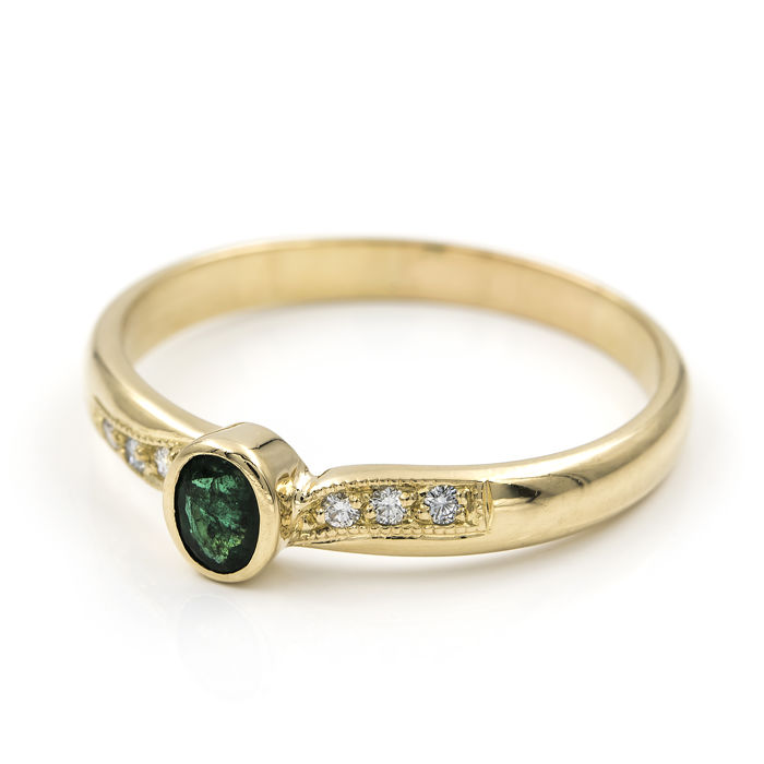 Gold 18 kt - Cocktail ring - Brilliant cut diamonds 0.25 ct - Cabochon oval cut emerald 0.70 ct - Cocktail ring size 25 (SP)