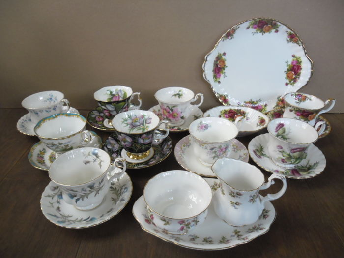 Royal Albert - 9 cups and saucers, a milk and sugar set, a plate and a bowl