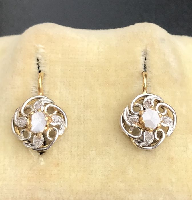 Sublime pair of sleeper earrings, 19th century, Napoleon III, 18 kt gold and platinum, adorned with diamonds ** No reserve price **