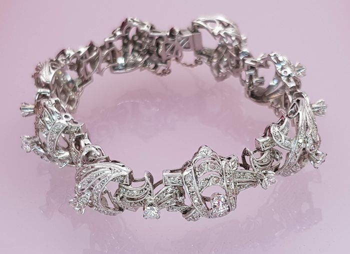 18 kt white gold bracelet with 255 diamonds weighing 8.74 ct in total, with quality SI1-P1, colour L-I.  Length 18 cm