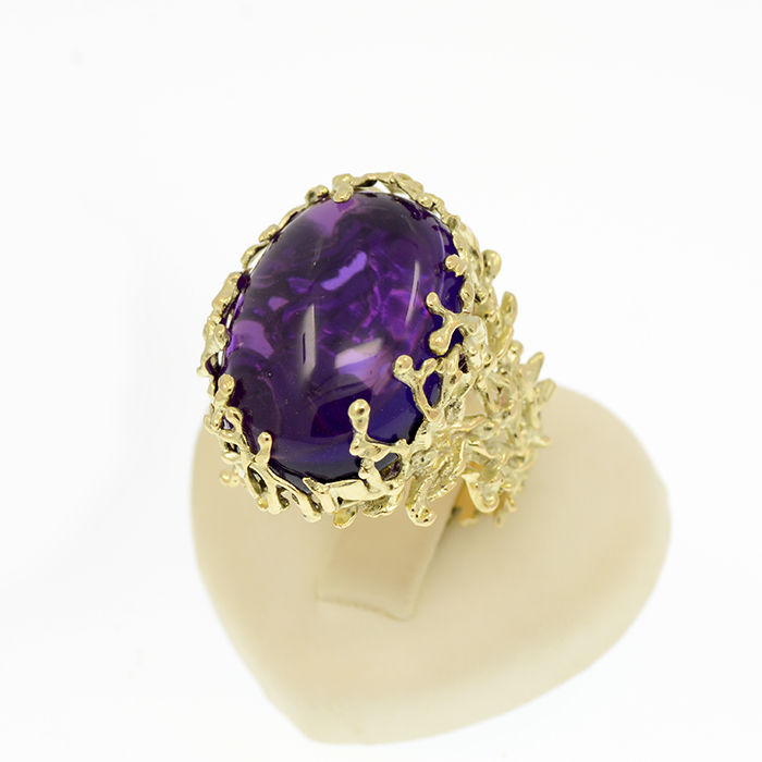 14k/585 yellow gold ring with a cabochon cut purple colour amethyst - Organic design – Amethyst weight 11.81 ct.