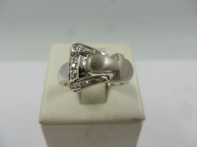 Ring in 18 kt white gold, buckle with diamonds, 0.10 ct – size 14