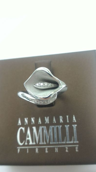 Annamaria Cammilli Firenze signed calla lily in 18 kt white gold with brilliant cut diamonds 0.08 ct, IF-G