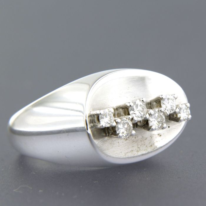 18 kt white gold ring set with 6 brilliant cut diamonds, approx. 0.47 ct in total, ring size 15.5 (49)