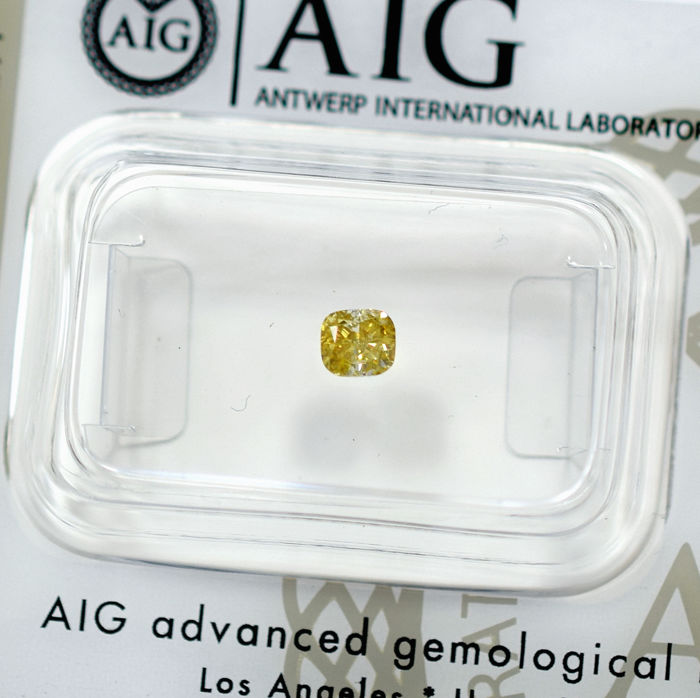 Natural Fancy Intense Yellow Diamond - 0.32 ct - NO RESERVE PRICE