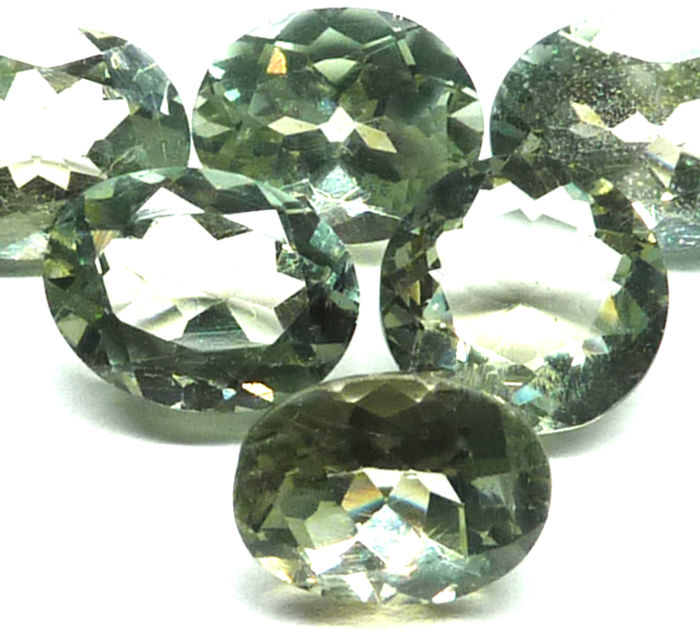 Green APATITE - lot of 6 faceted pieces 12.12 ct - no reserve price