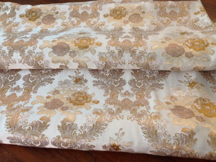 5.60 metres of royal damask fabric, made by a San Leucio factory, with a floral pattern, pearl beige background and gold and silver decorations