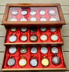 Timepieces - large collection of 30 various pocket watches + 2 chain in luxury cassette