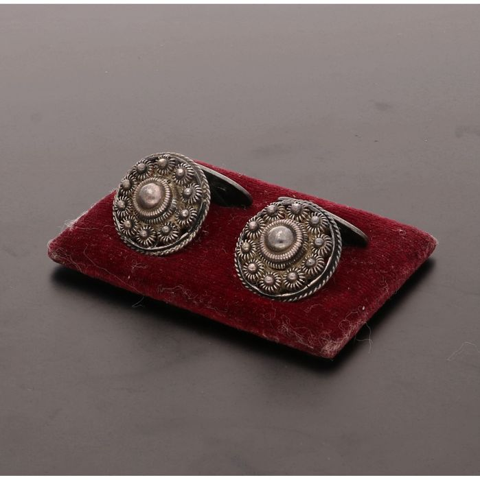 835/1000 - Silver cufflinks set with Zeelandic knots - Length x width: 2.2 x 1.7 cm