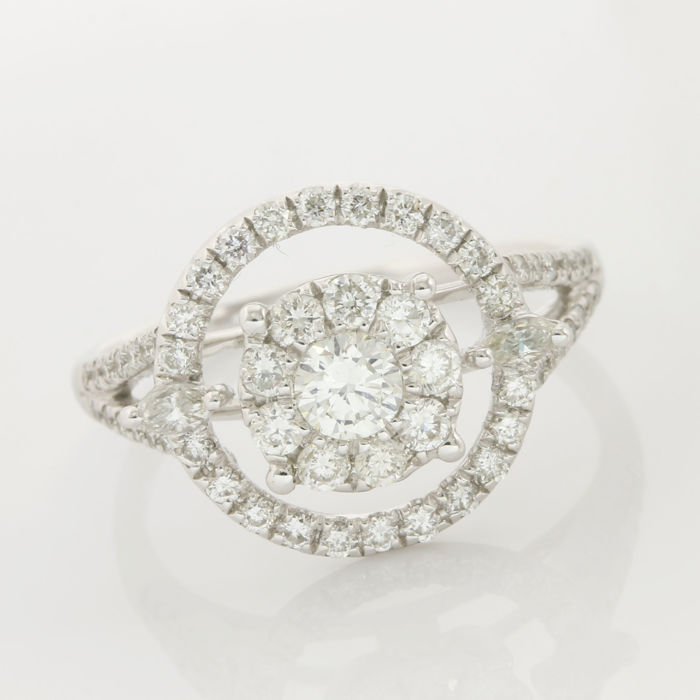 18kt/750 White Gold - 0.89 ct Round Brilliant /Marquise Cut Diamond,  Ring ; Size: 6.75