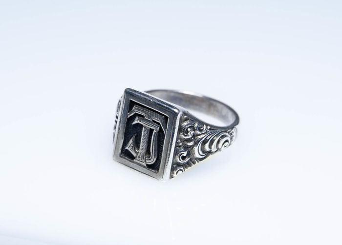 Signet ring made of 900 silver