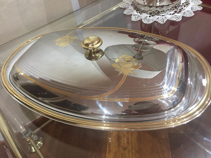 Prestigious serving tray with lid